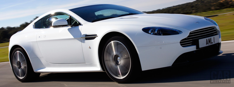 Обои автомобили Aston Martin V8 Vantage S Stratus White - 2011 - Car wallpapers