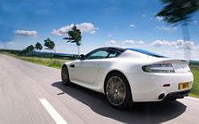 Обои автомобили Aston Martin V8 Vantage N420 - 2010