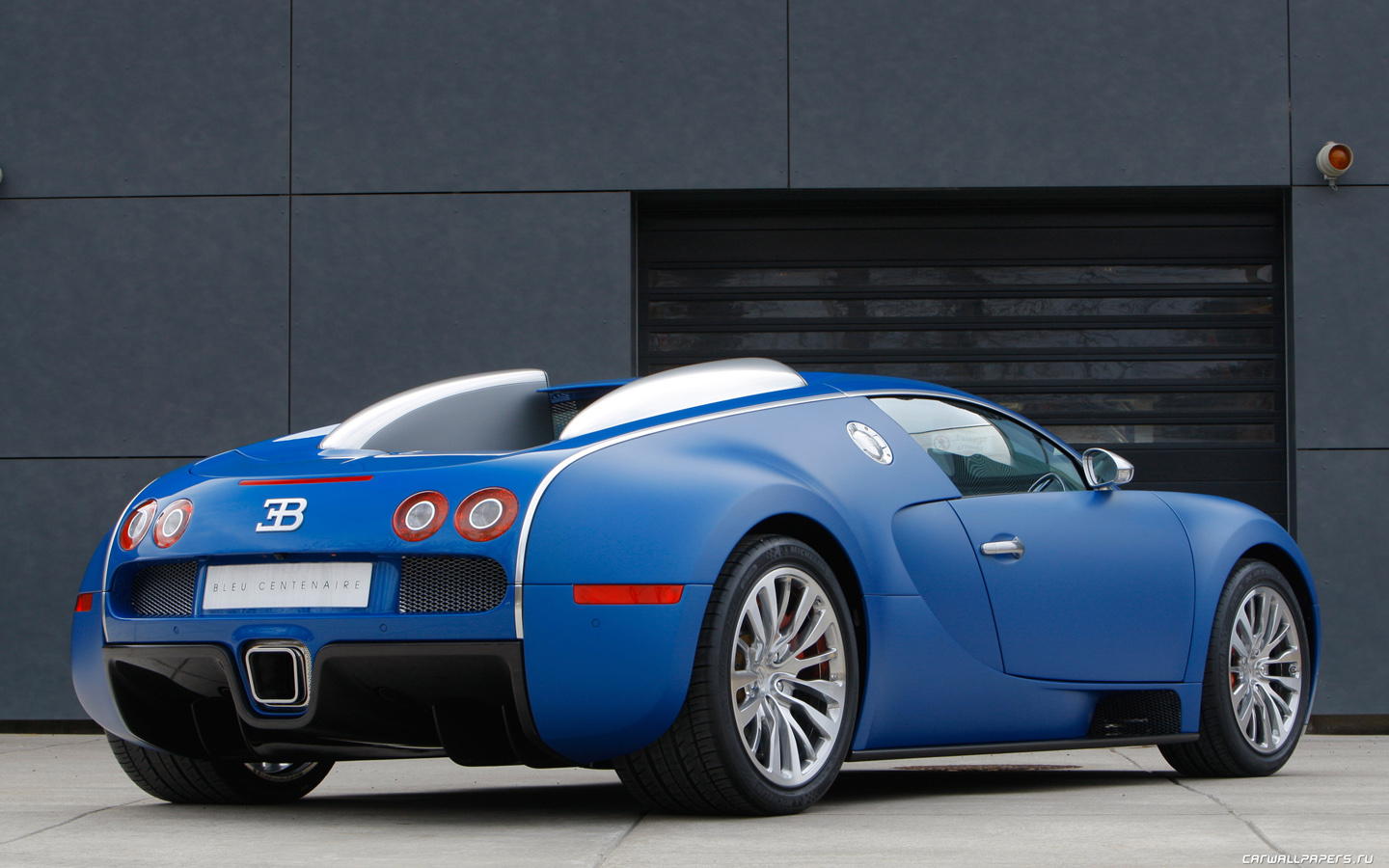 Bugatti veyron blue and red