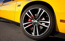 Cars wallpapers Dodge Challenger SRT8 392 Yellow Jacket - 2012