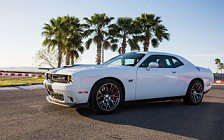 Обои автомобили Dodge Challenger SRT 392 - 2016