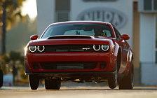 Обои автомобили Dodge Challenger SRT Demon - 2017